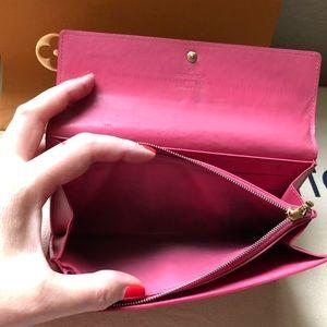 Louis Vuitton Bags - Louis Vuitton Vernis Monogram Sarah Long Wallet